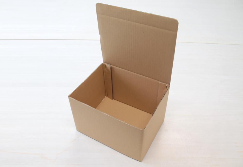 ホチキス留めの梱包箱